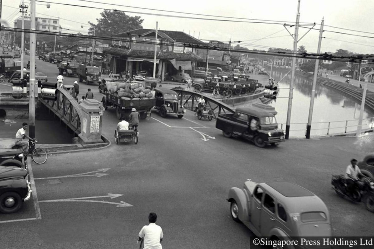 1954: This bridge over the Rochor Canal, near the flea market in Sungei Road was already bustling with life from the colonial days.