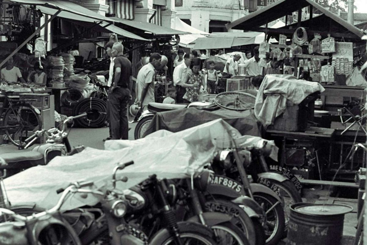 1970: Second-hand goods and other bric-a-brac are sold at Larut Road parallel to Sungei Road.