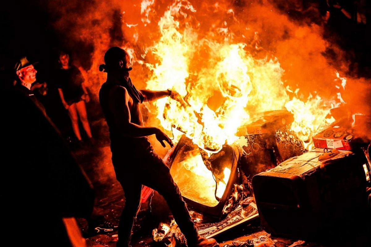 Protesters burn barricade made by waste in 'Schanzenviertel' quarter close to 'Rote Flora' building ahead of the G-20 summit in Hamburg, Germany, on July 6 2017.