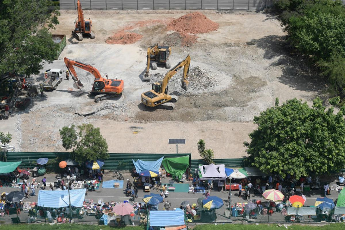 The Sungei Road Thieves Market on its last day - with the diggers hovering.