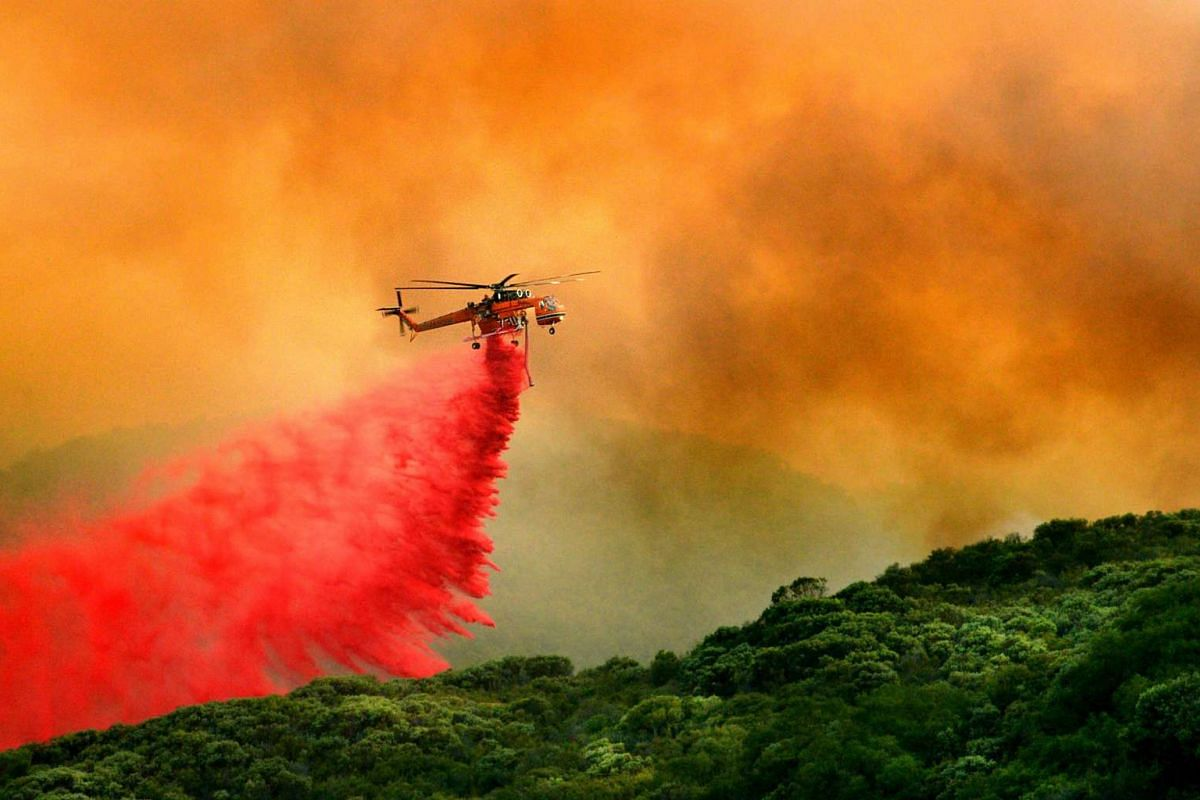 A fire service helicopter drops flame retardant on the 'Whittier' wildfire in Santa Barbara County, California, USA, July 11, 2017. High temperatures in the western US and Canada have wildfires burning in several states and provinces.