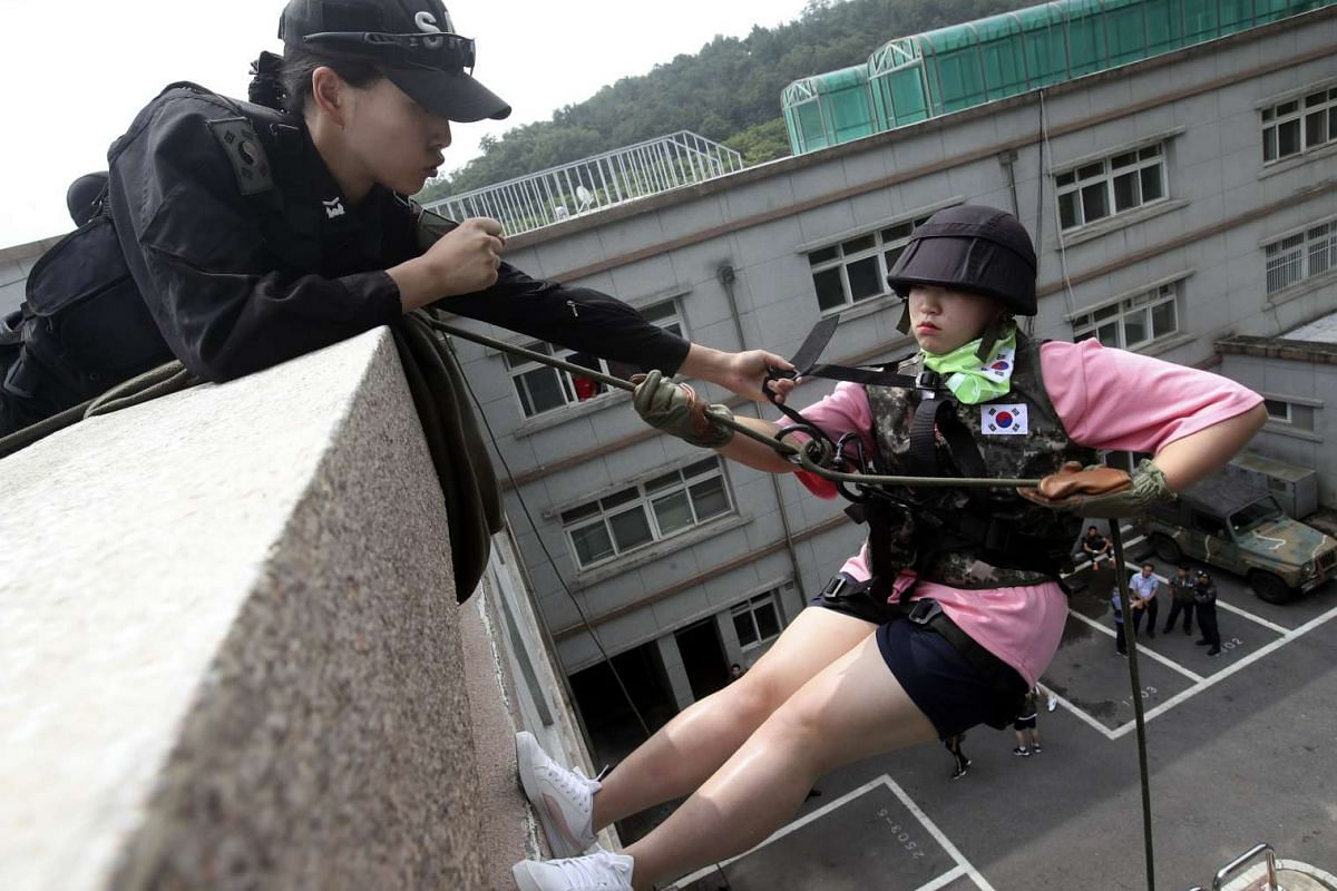 A junior high school student receives help to rappel from a building at the Capital Defense Command in Seoul, South Korea, July 13, 2017, as part of a program aimed at giving youths a chance to experience Army life.