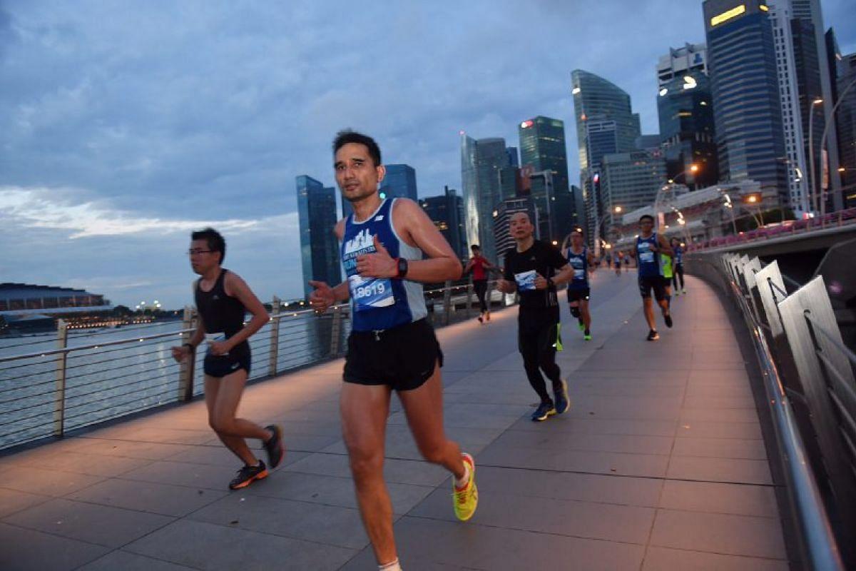 Runners along Jubilee Bridge.