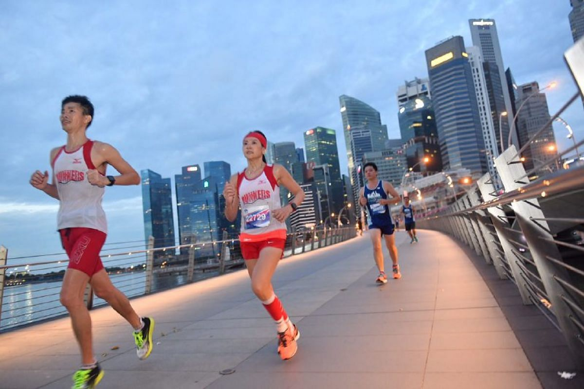 Runners along Jubilee Bridge.