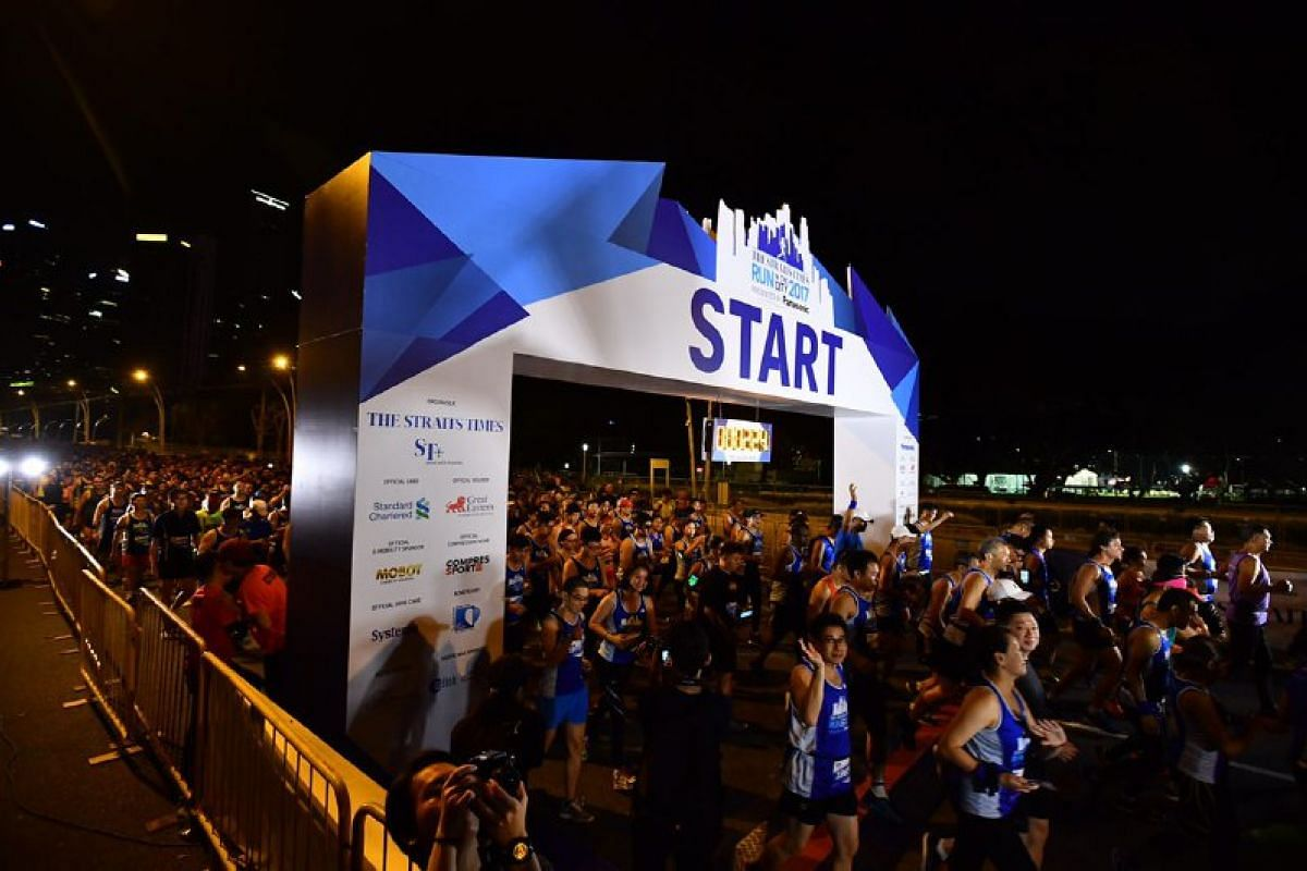 Runners at the flag off for the 18.45km race.