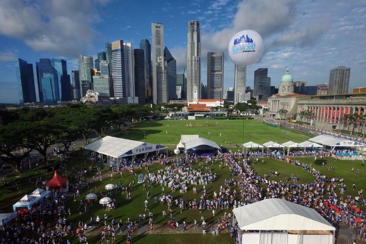 The crowd at the Padang after the run.