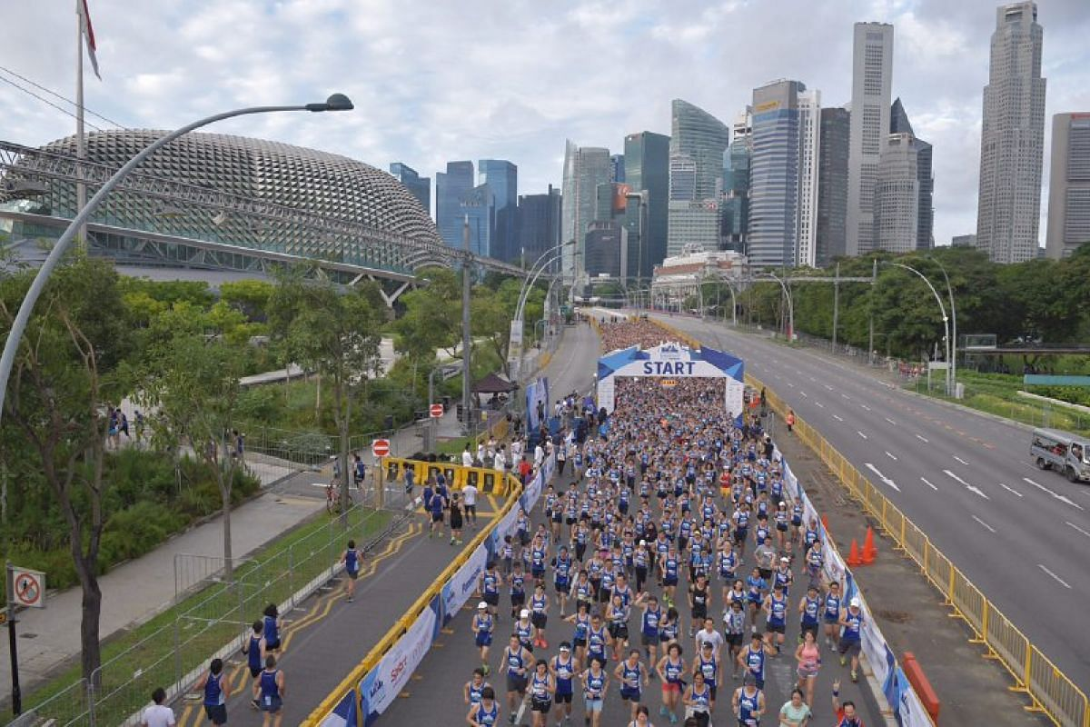 Runners at the flag-off for the 5km race.