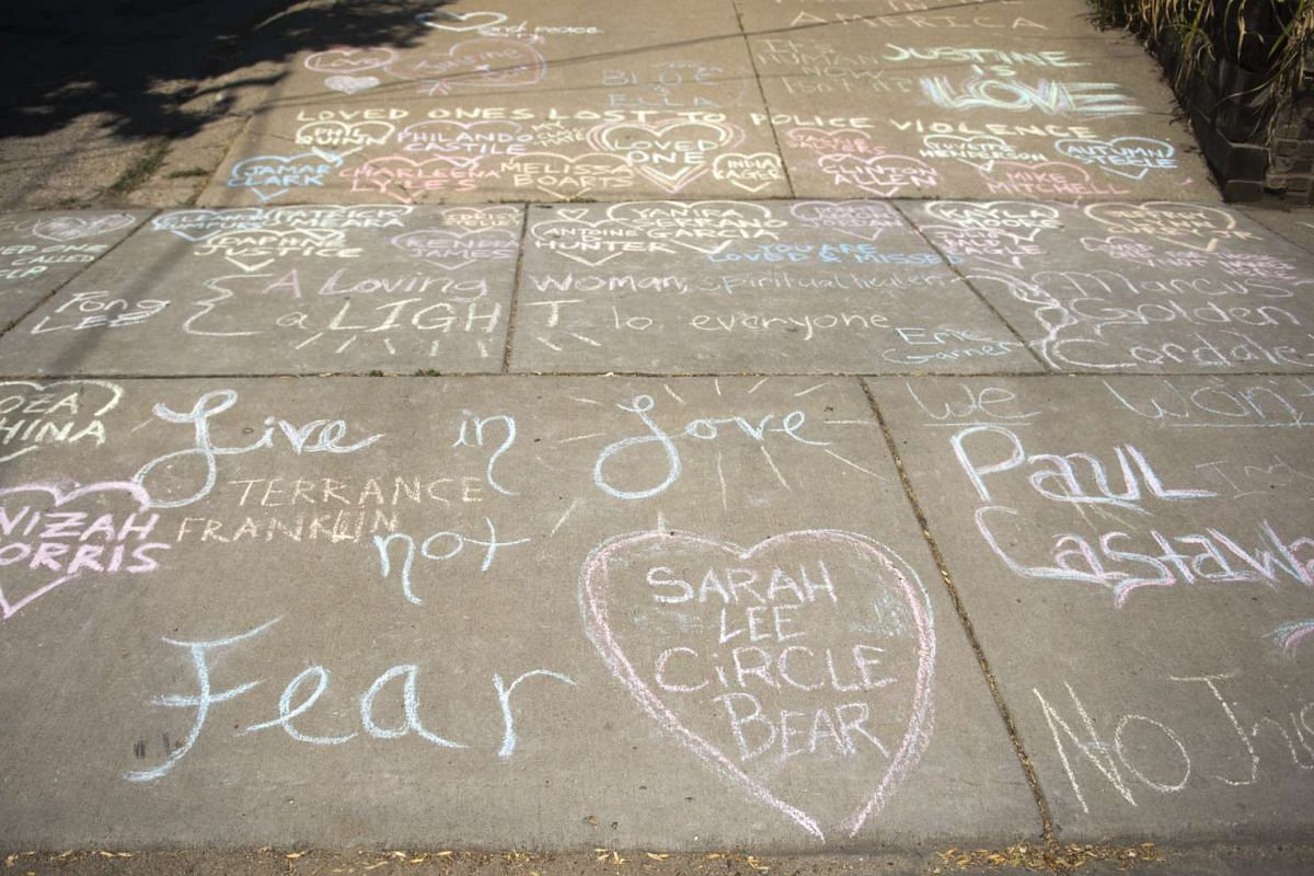 Messages are left at a makeshift memorial near the alley were Justine Ruszczyk was shot and killed by police after Ruszczyk called police to report a disturbance. in Minneapolis, MN., USA, July 17, 2017. PHOTO: EPA