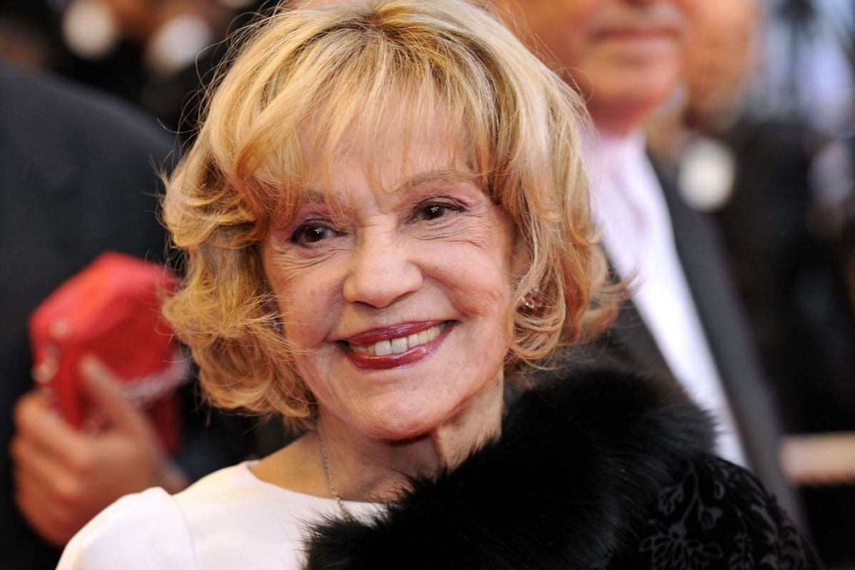 Jeanne Moreau arrives to attend the screening of Woody Allen's film Vicky Cristina Barcelona at the 61st Cannes International Film Festival on May 17, 2008.