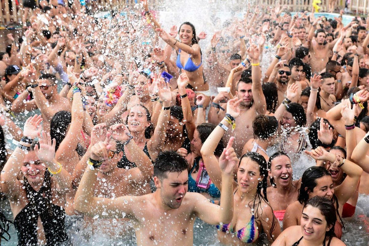 People dance in a pool during the Arenal Sound Festival on the Burriana beach.