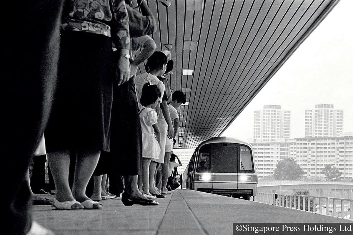1987: On November 7, the MRT system opened for the first time. Even though there were only five stations open – Toa Payoh, Braddell, Bishan, Ang Mo Kio and Yio Chu Kang – about 120,000 people turned up, eager to try the trains out.