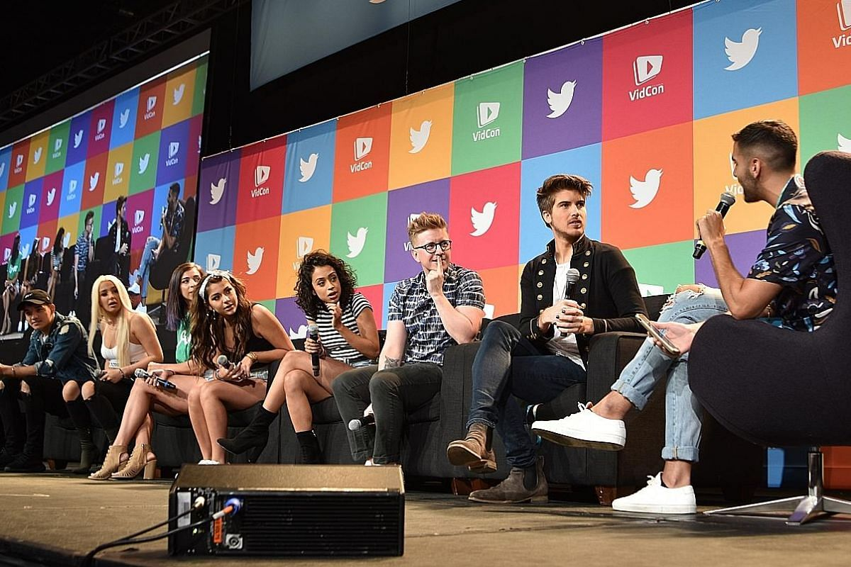 How To Survive Vidcon And Meet As Many Youtube Stars As Possible