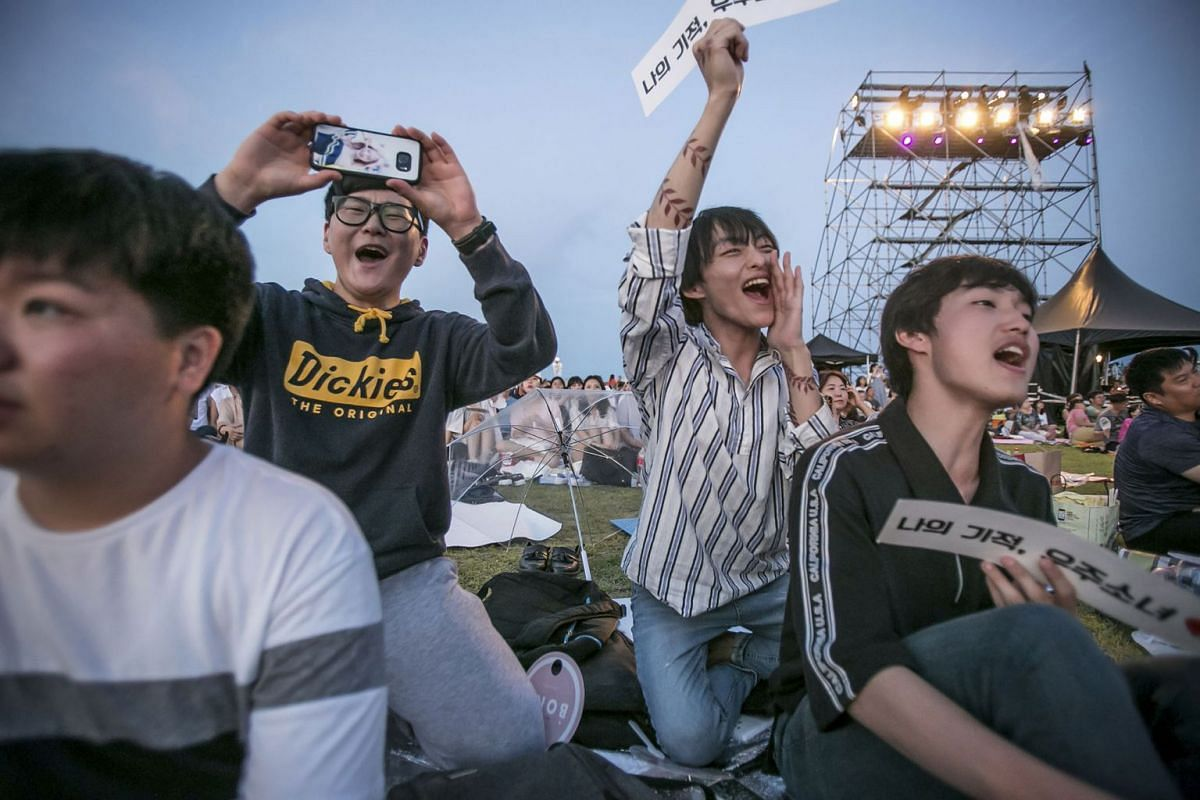 Fans cheer for the K-pop band Cosmic Girls at the annual DMZ Peace Concert at Nuri Peace Park in Munsan, South Korea, Aug. 12, 2017. PHOTO: THE NEW YORK TIMES