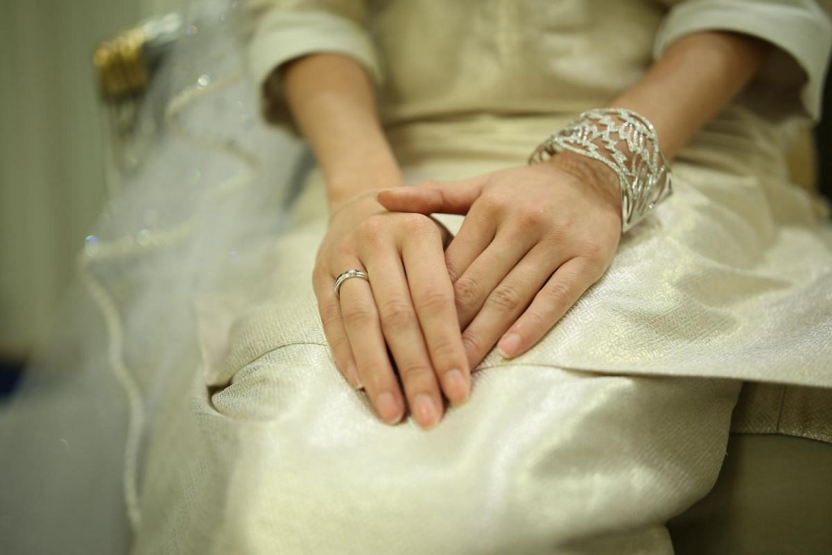 A close up picture of Tunku Tun Aminah's wedding ring.