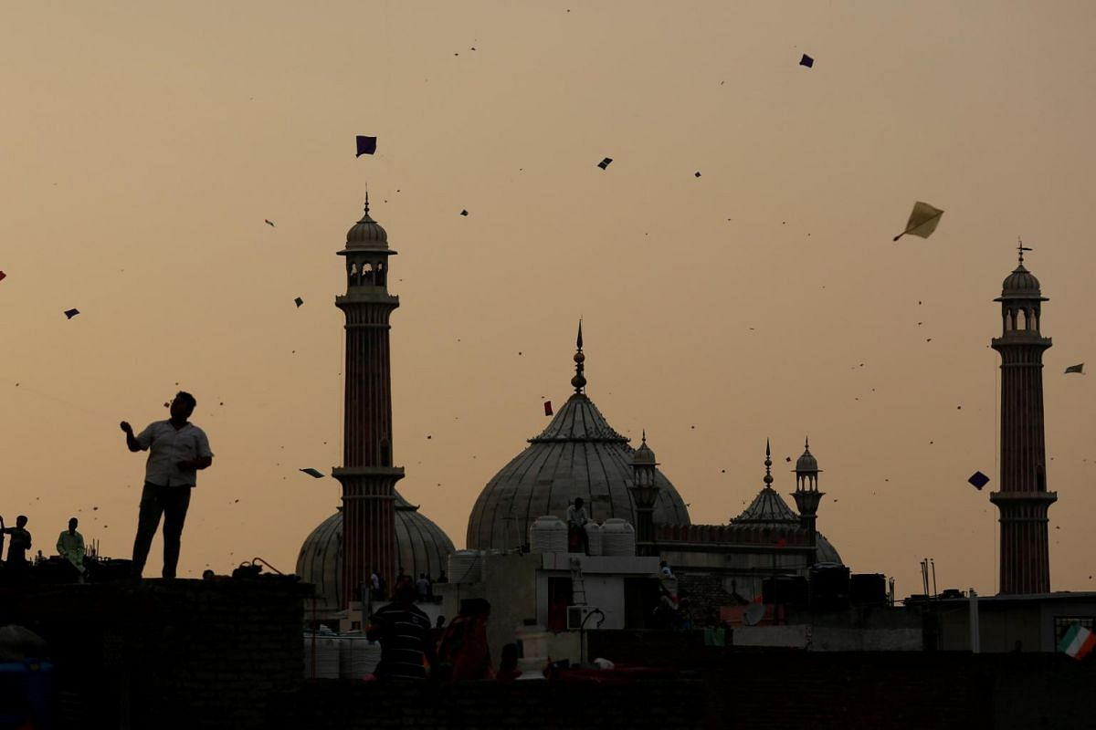 People fly kites from roof tops as they celebrate Independence Day in the Old quaters of Delhi, India, on Aug 15, 2017.