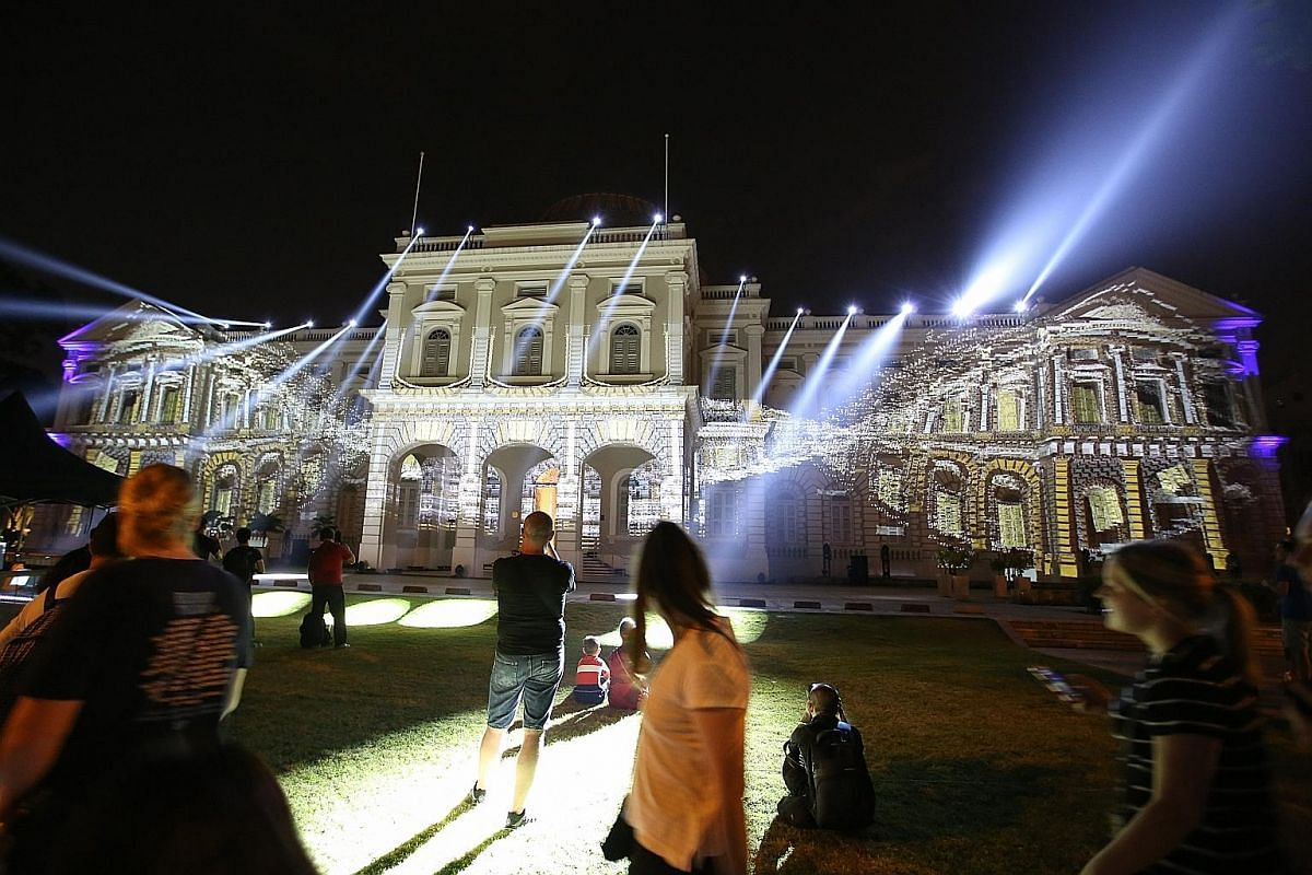 Convolutions by Ez3kiel is a projection mapping performance which will warp and morph the facade of National Museum of Singapore. Nostos: Records Of The Self by Aesop offers a scent experience. Globe by Close-Act Theatre features aerial performers. D