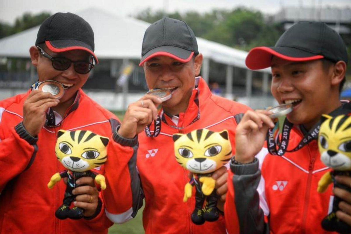 Singaporean archers (from left) Pang Toh Jin, Alan Lee and Ang Han Teng pose with their silver medals after the SEA Games compound men's team event on Aug 17, 2017.