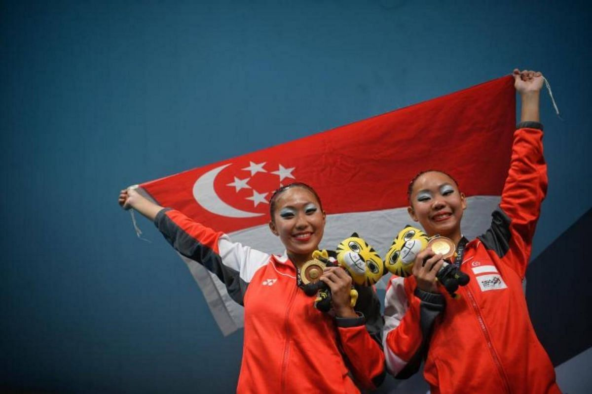 Miya Yong (right) and Debbie Soh of Singapore celebrate after their gold medal-winning duet technical routine on Aug 18, 2017.