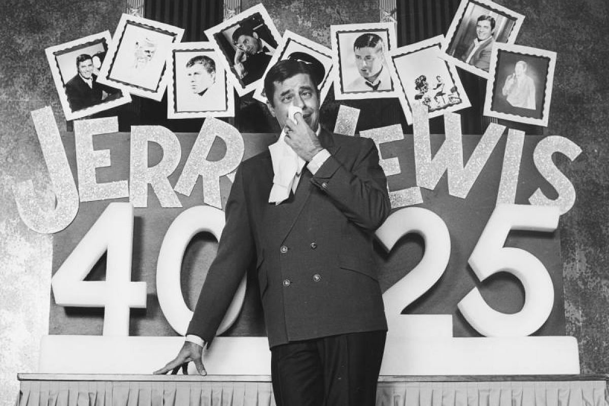 Jerry Lewis with his stage set-up at Caesars Palace in Las Vegas, Nevada, on Jan 14, 1972.