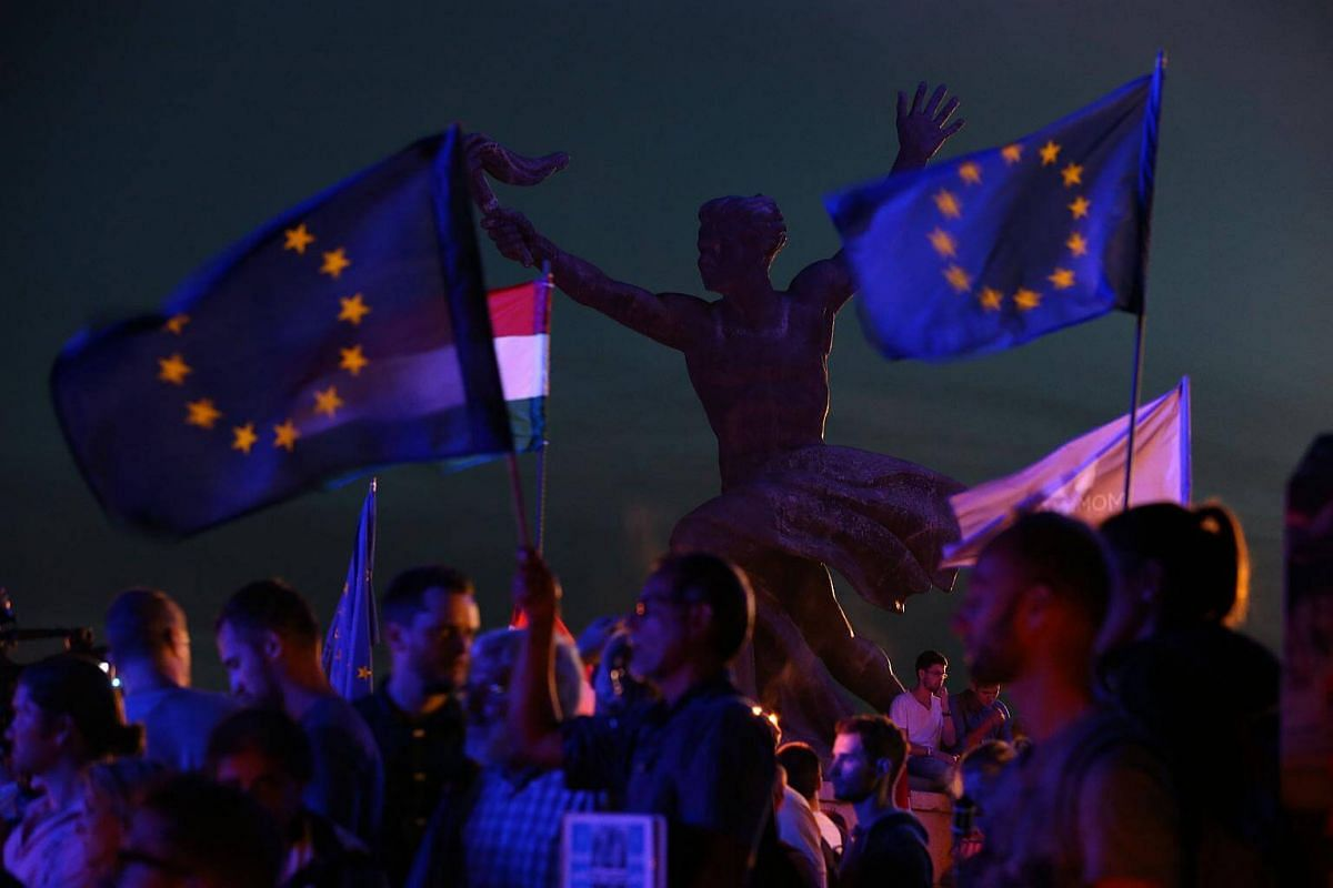 People protest againts Russian President Vladimir Putin in Budapest.