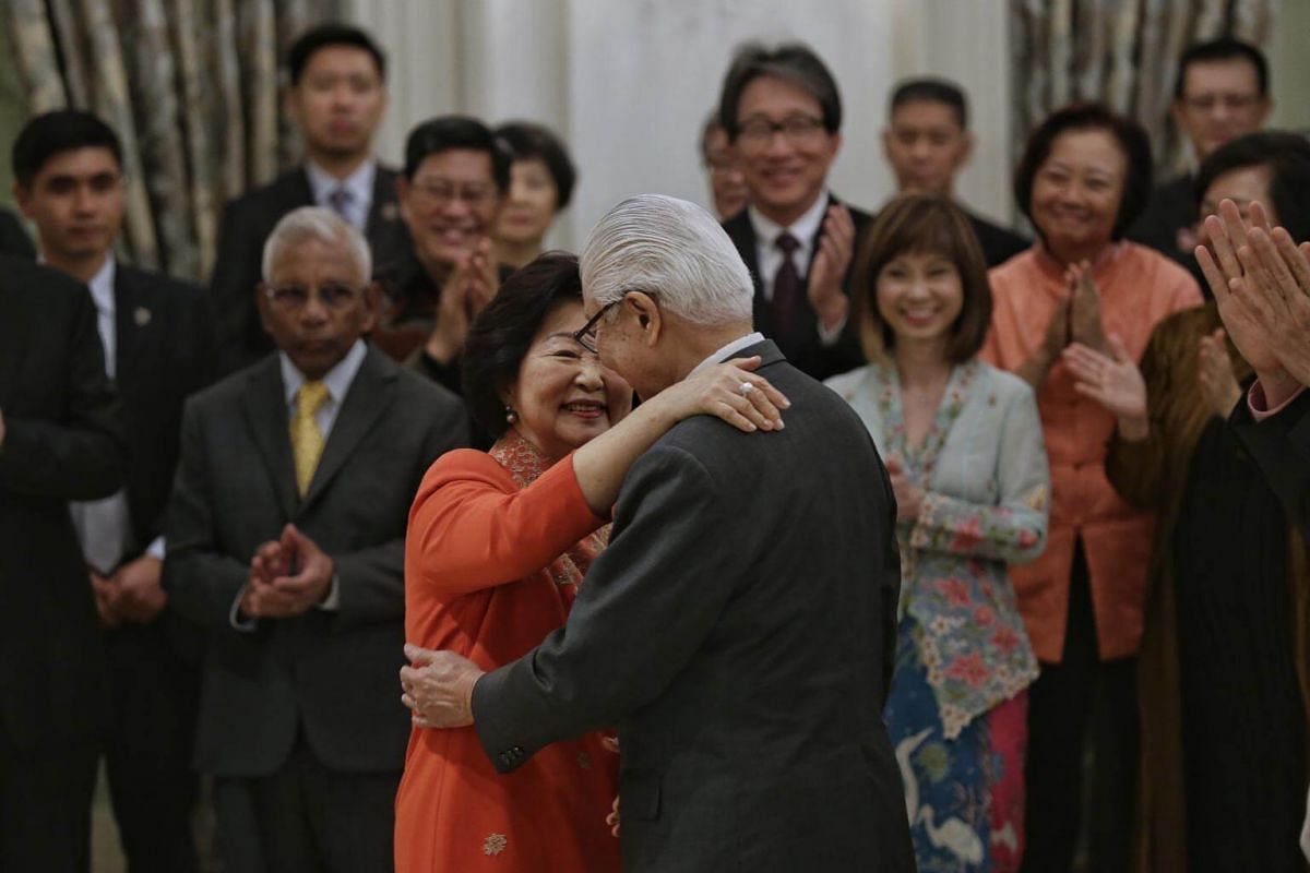 Mrs Mary Tan giving President Tony Tan Keng Yam a hug after his speech at the farewell reception and ceremony at the Istana on Aug 31, 2017.