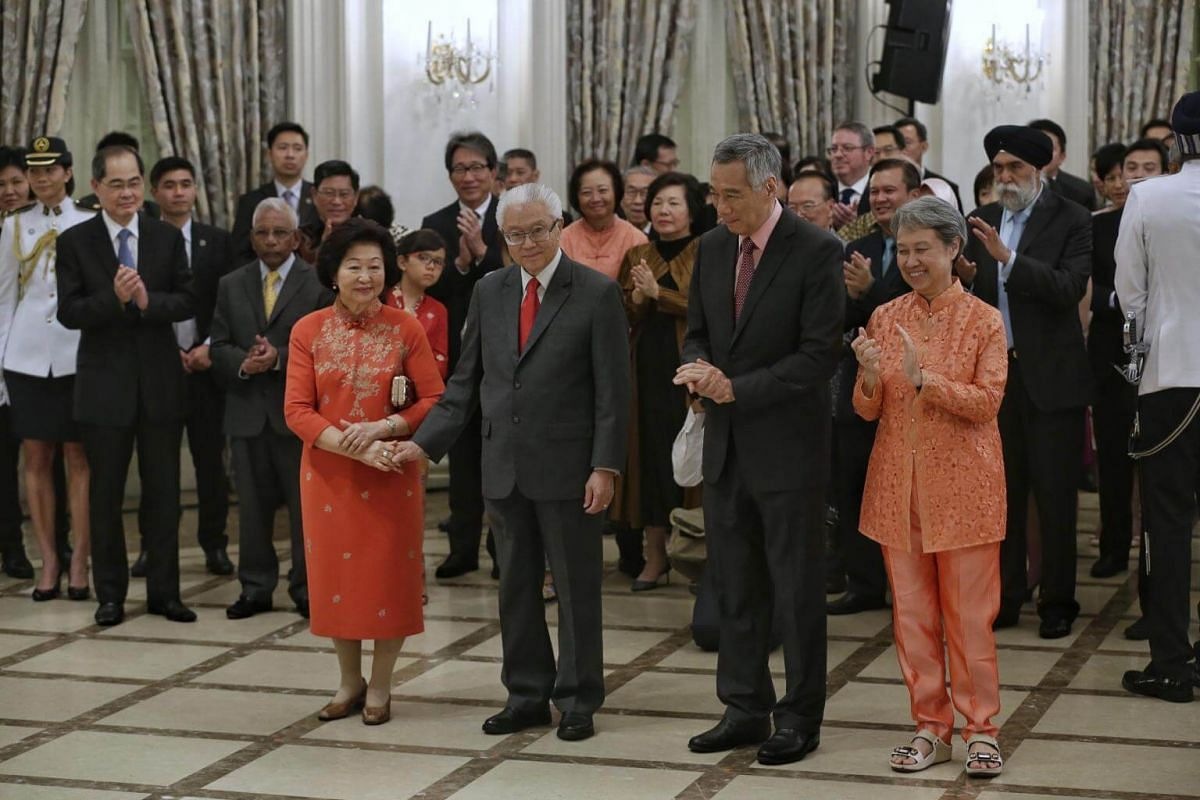 Prime Minister Lee Hsien Loong and wife Ho Ching and guests applauding the contribution of President Tony Tan Keng Yam at the farewell reception and ceremony at the Istana on Aug 31, 2017.