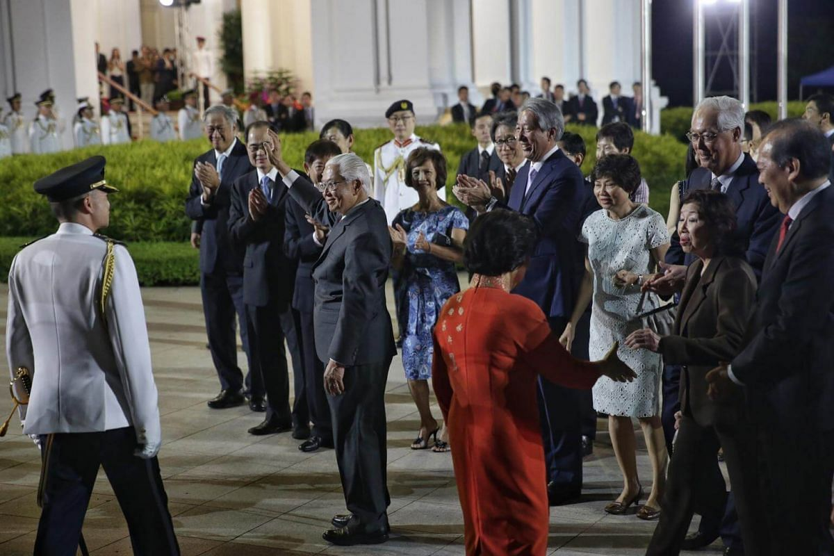 President Tony Tan Keng Yam waving to guests as he departs the farewell reception and ceremony at the Istana on Aug 31, 2017.