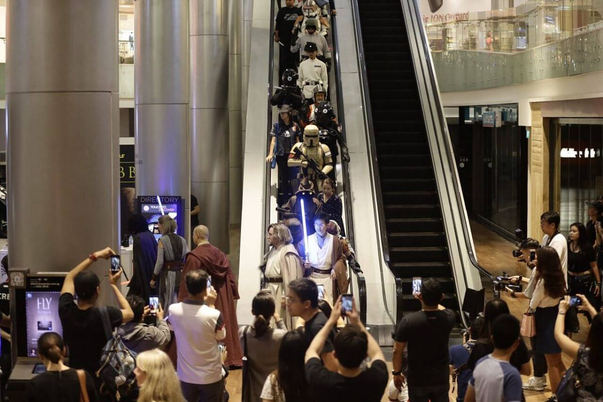 More characters making their way down the escalator to B4.