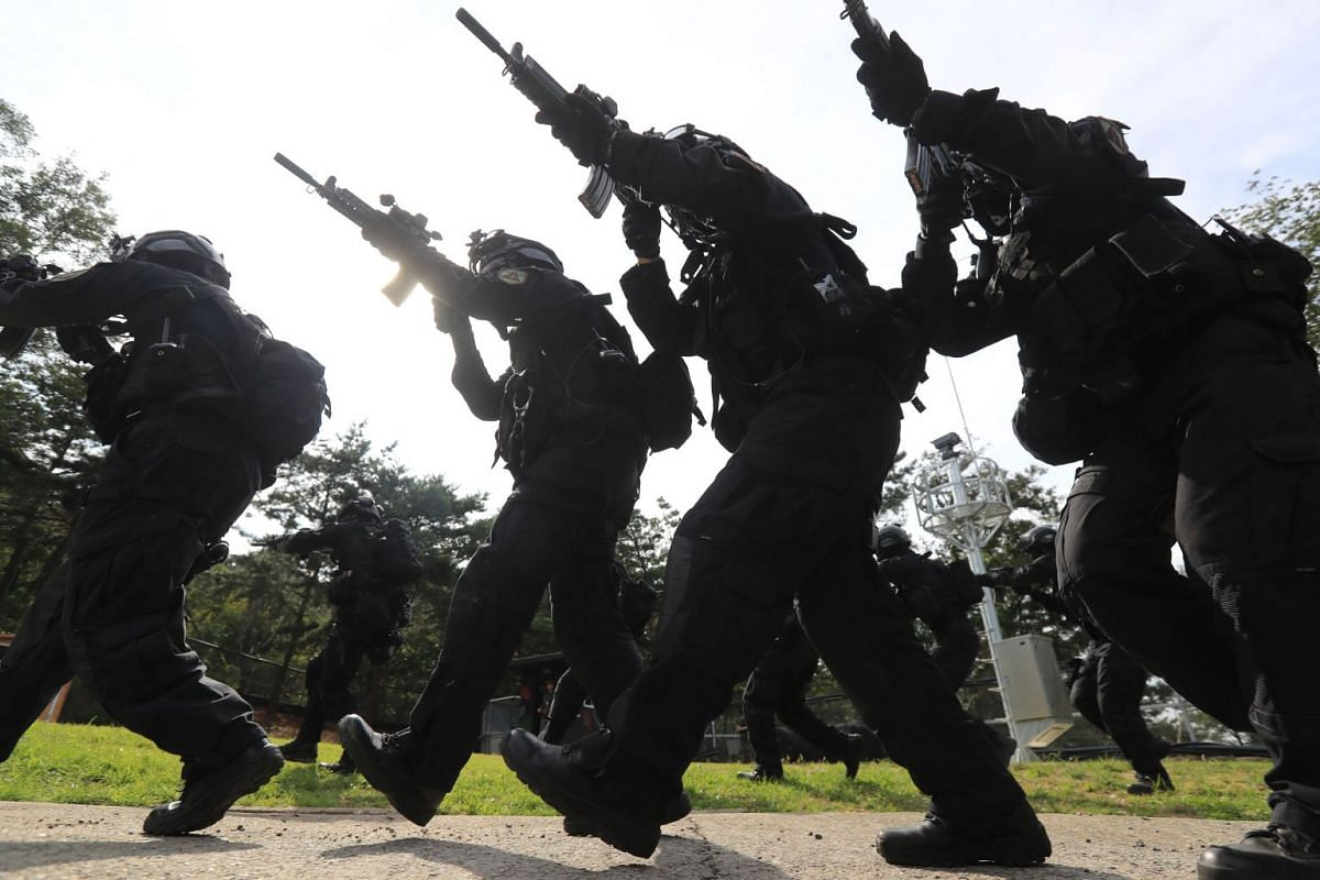 South Korea's Capital Defense Command soldiers take part in a military drill in Seoul on September 4, 2017. PHOTO: AFP