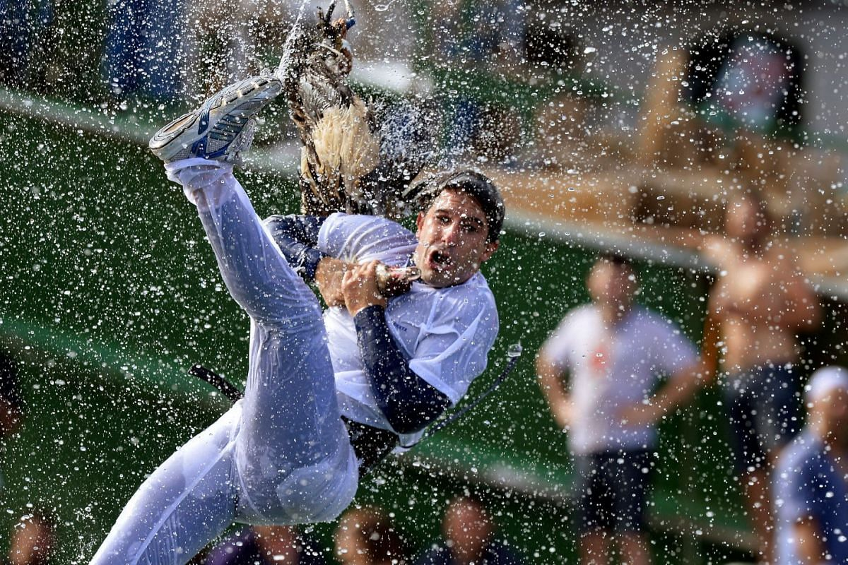 A man attempts to pull the neck off a dead goose while being repeatedly plunged into the water during Antzar Eguna (Day Of The Goose) in the Basque fishing town of Lekeitio, near Bilbao, Spain September 5, 2017. PHOTO: REUTERS