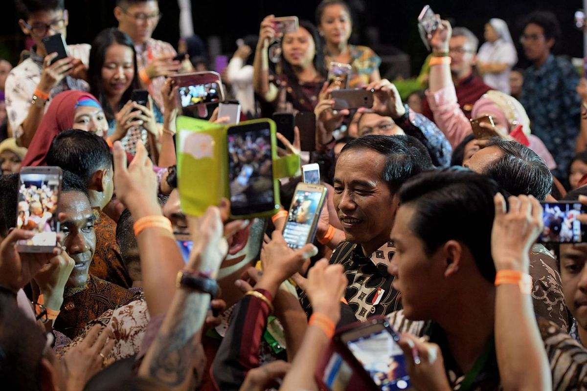 Indonesian President Joko Widodo greeting the crowd at the Indonesian Embassy in Chatsworth Road on September 6, 2017. Many queued for hours to catch a glimpse of Mr Joko, who will attend a Leaders' Retreat with Prime Minister Lee Hsien Loong today