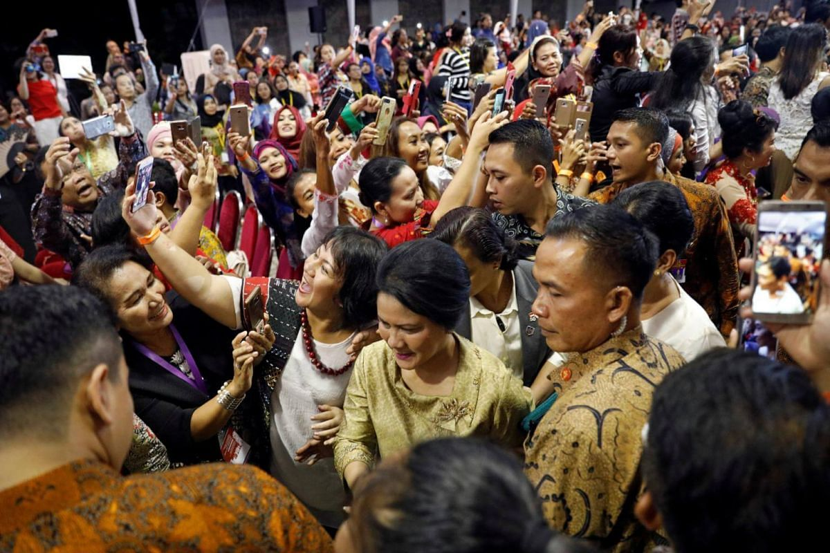 Indonesia's First Lady Iriana Joko Widodo arrives with the president to meet citizens at the Indonesian embassy in Singapore September 6, 2017.