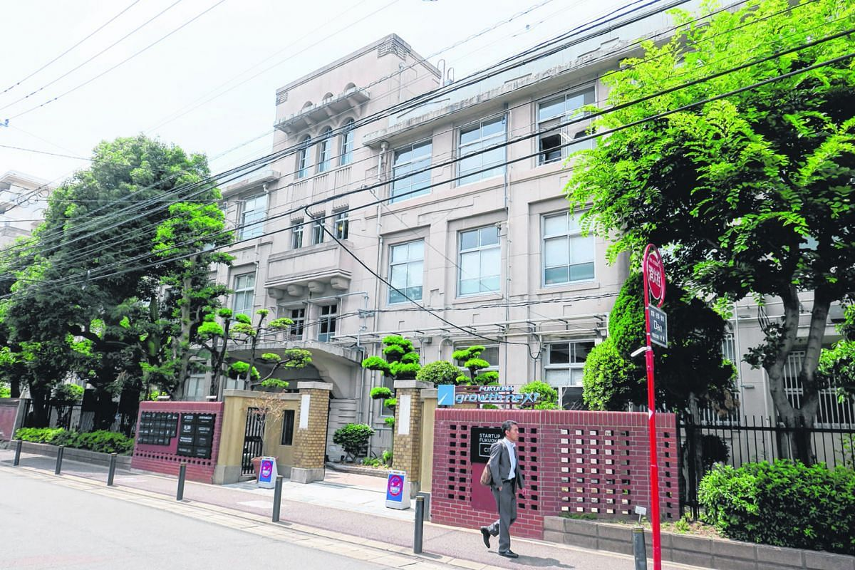 The facade of Fukuoka Growth Next. What were formerly classrooms in the building have been converted into meeting rooms and office space available for lease to start-ups, as well as co-working spaces.