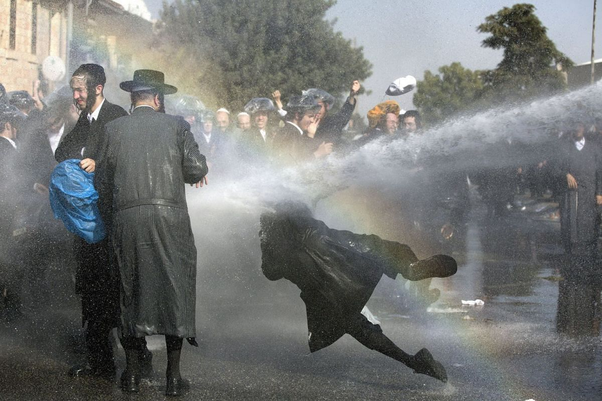 Israeli police use water cannon to disperse Ultra-Orthodox Jewish demonstrators blocking a main junction as they protest against army recruitment in Jerusalem, Israel, September 17, 2017. PHOTO: EPA-EFE