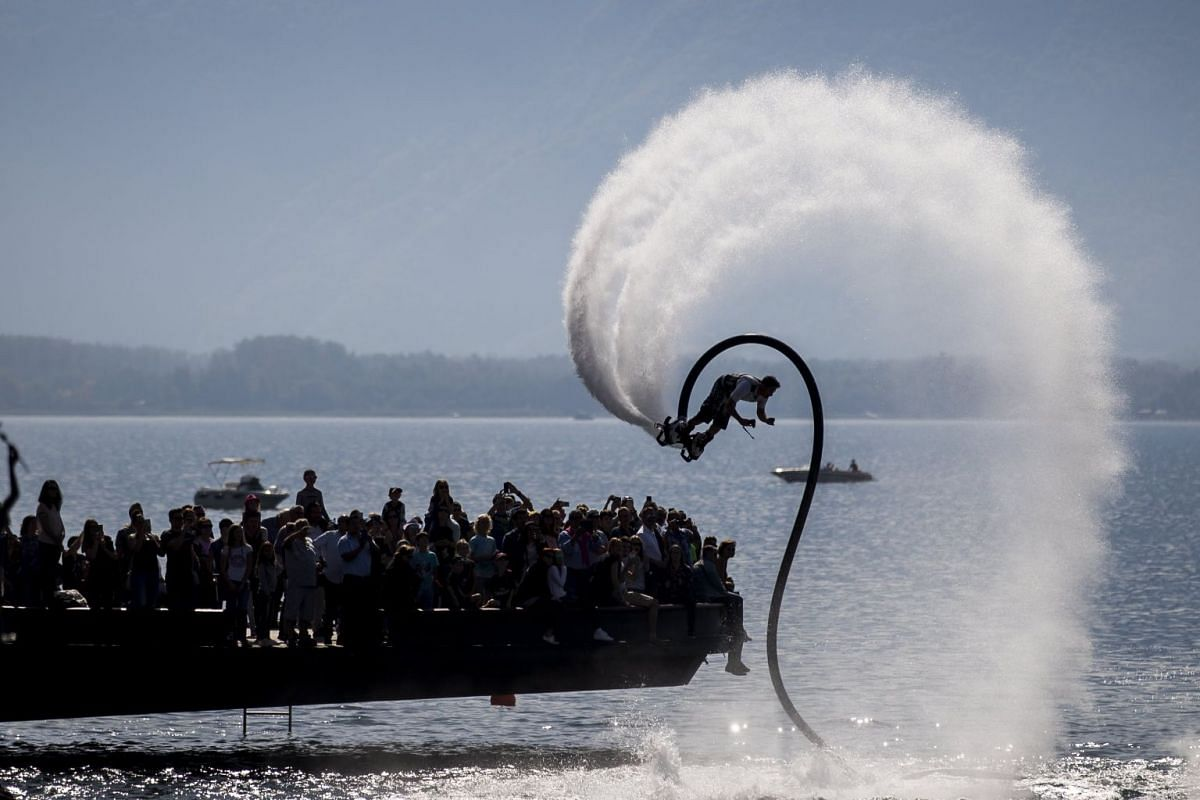A performance with the Flyboard during the 'Montreux Acrobaties', an event at the shore of the lake Geneva with over 30 different acrobatic sports in Montreux, Switzerland, 24 September 2017. PHOTO: EPA-EFE