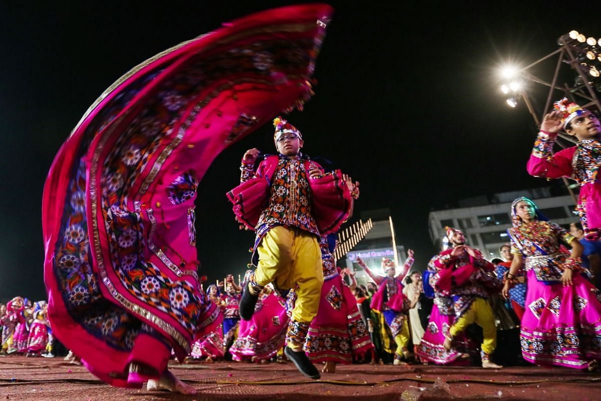 Indians wearing traditional attire participate in a Garba dance performance during the Navratri festival celebrations in Mumbai, India, September 25, 2017. PHOTO: EPA-EFE