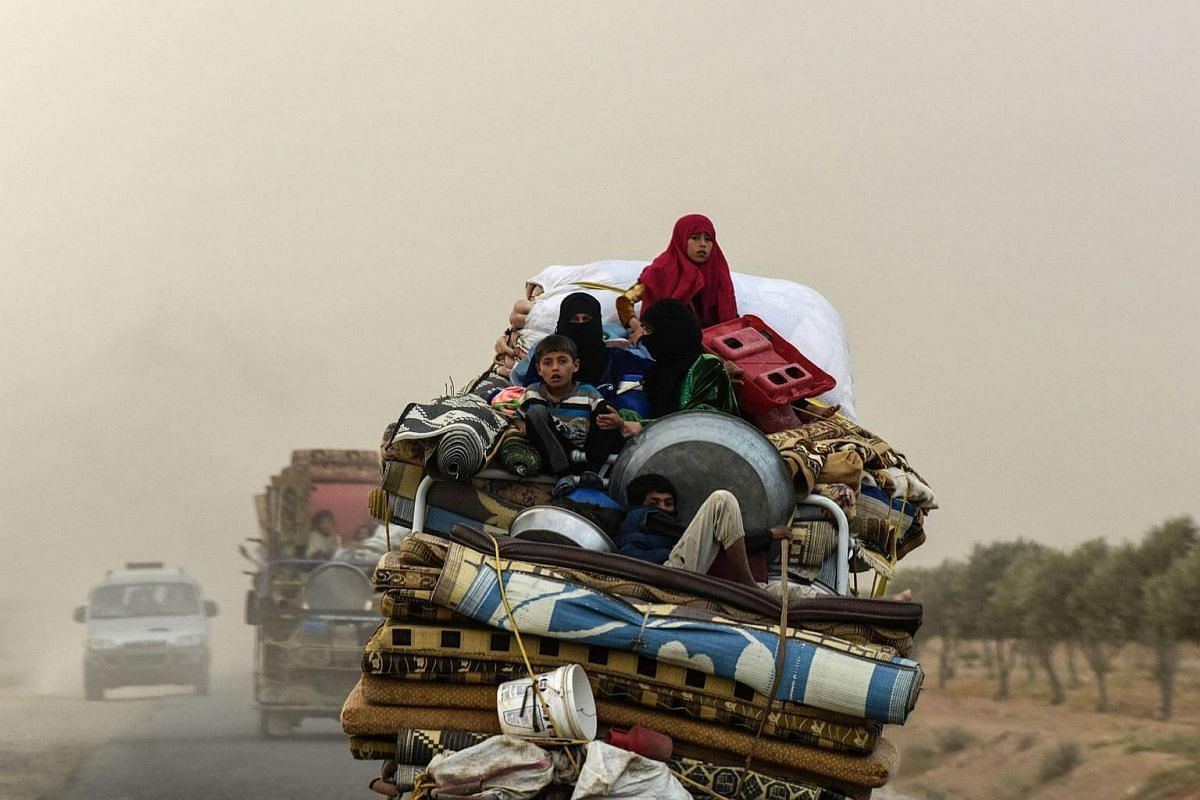 Displaced Syrians from Deir Ezzor head to refugee camps on the outskirts of Raqa on Sept 24, 2017, as Syrian fighters backed by US special forces are battling to clear the last remaining Islamic State in Iraq and Syria group militants holed up in the