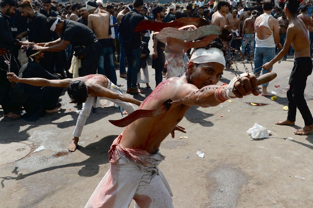 Shiite Muslims perform a ritual of self-flagellation during the Ashura mourning period in New Delhi, India, October 1, 2017. PHOTO: AFP