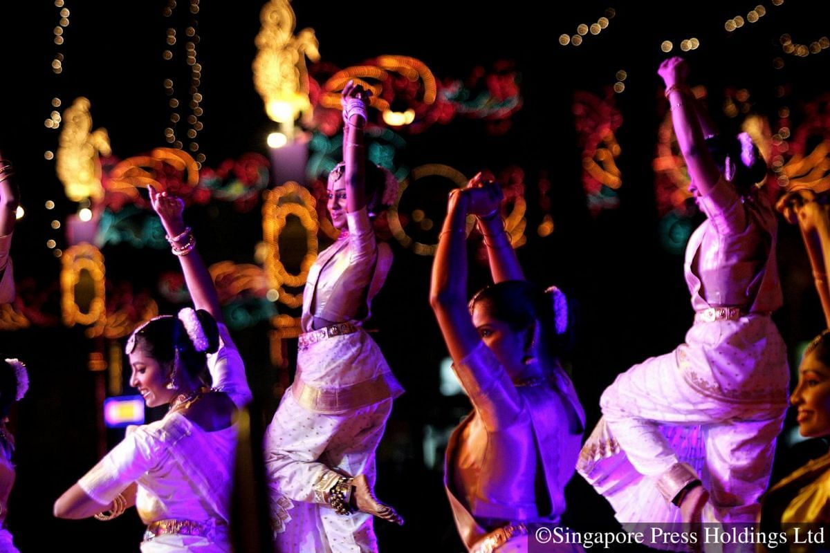 2007: Dancers from Apsara dance troupe performs as part of the street light-up ceremony in Little India.