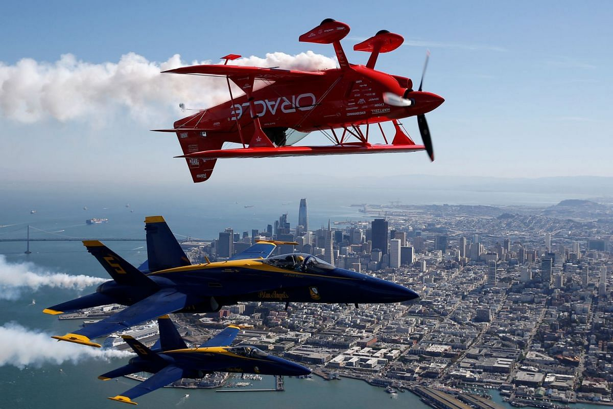 Demonstration by the US Navy Blue Angels and Team Oracle over San Francisco Bay in California, US, October 5, 2017. PHOTO: REUTERS
