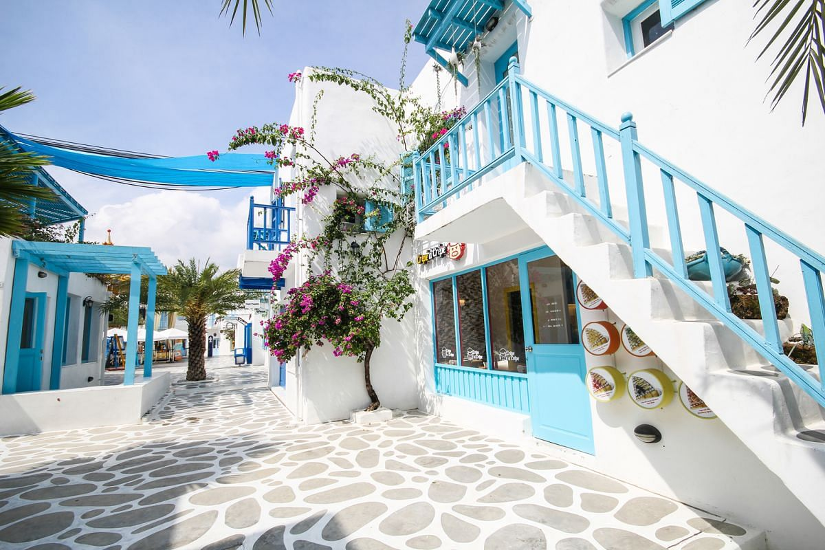 About 30 minutes north of Hua Hin is the fantastically kitschy Santorini Park Cha-Am. The amusement park with rides and water slides re-creates the famous Greek isle's white-washed and bright blue architecture.