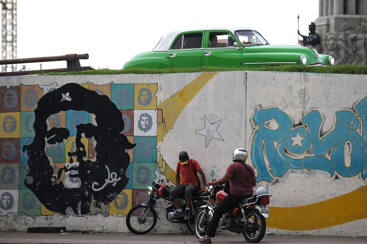 "A street in Havana, Cuba, with a drawing of the legendary guerrilla leader Ernesto ""Che"" Guevara, on Oct 2, 2017.  PHOTO: AFP"