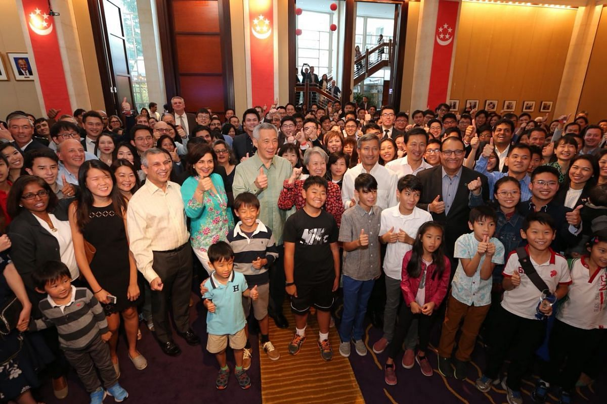 PM Lee and Mrs Lee take a group photo with Singaporeans in the Singapore Embassy in Washington on Sunday (Oct 22).