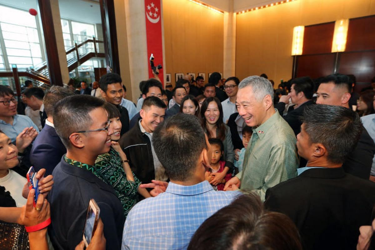 PM Lee mingles with Singaporeans at a reception at the Singapore embassy in Washington on Sunday (Oct 22).