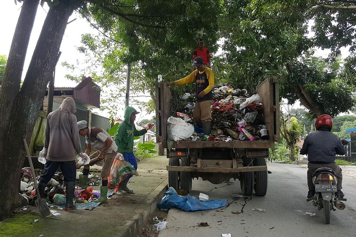 "Gendong River in Pluit, North Jakarta, clogged with garbage in March. The problem of waste in Indonesia has been chronic enough for Environment and Forestry Ministry waste management director Sudirman to describe it as a ""state of emergency"" two year"