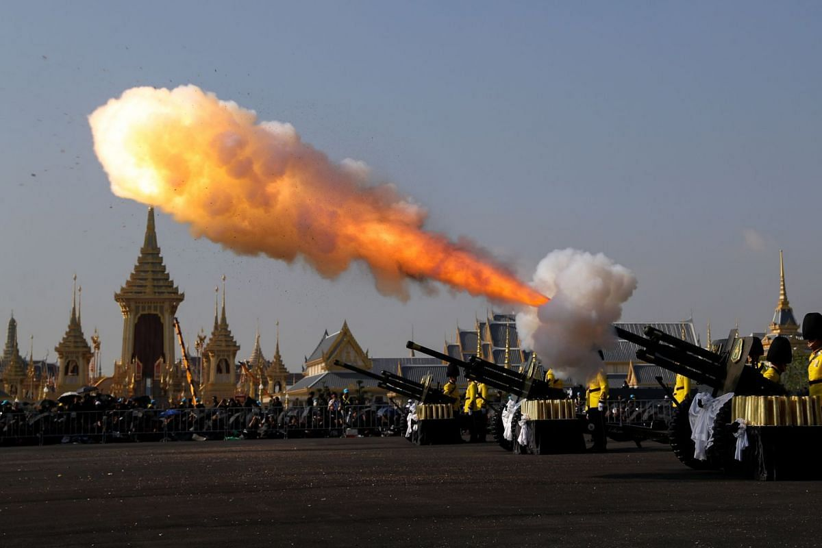 Thai royal guards salute the start of the Royal Cremation ceremony for Thailand's late King Bhumibol Adulyadej near the Grand Palace in Bangkok, Thailand, October 26, 2017. PHOTO: REUTERS