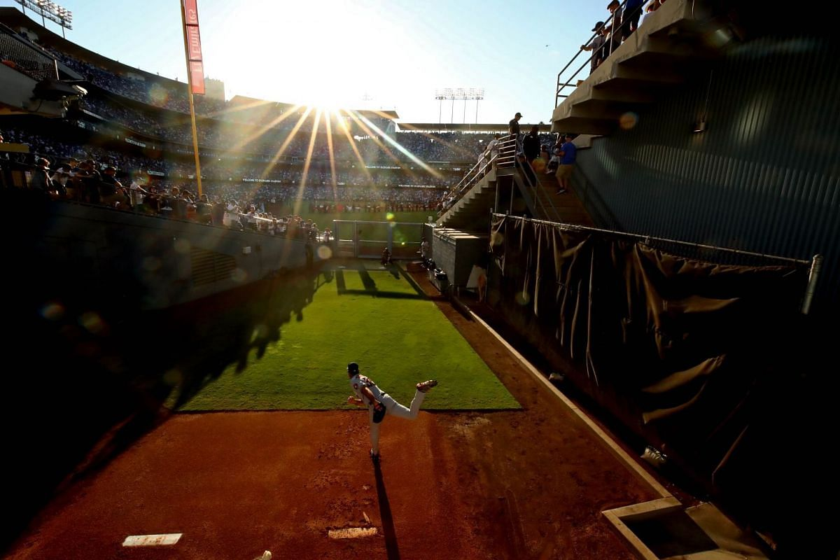 Justin Verlander #35 of the Houston Astros throws in the bullpen before game two of the 2017 World Series against the Los Angeles Dodgers at Dodger Stadium on October 25, 2017 in Los Angeles, California. PHOTO: GETTY IMAGES/ AFP
