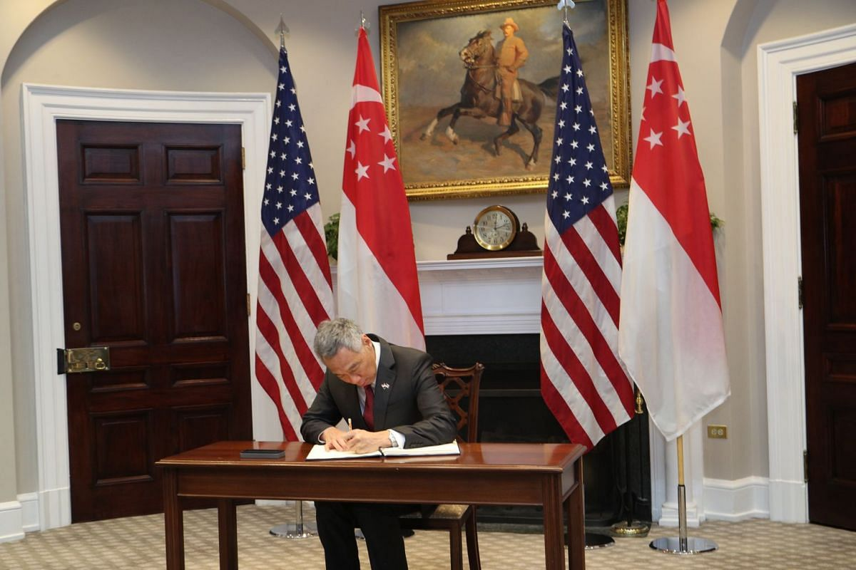Prime Minister Lee Hsien Loong signing the guest book at the White House.