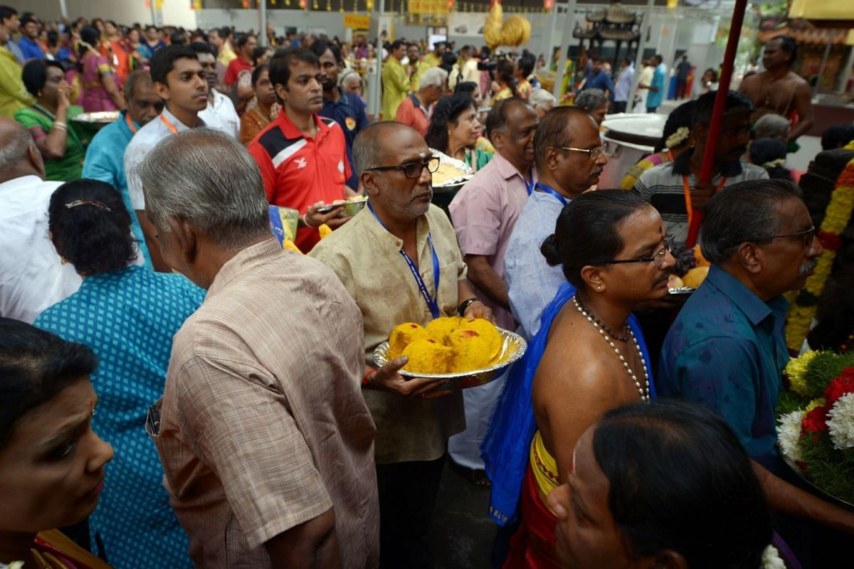 Devotees lining up with offerings.