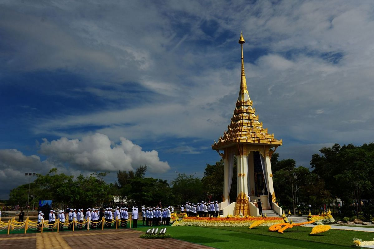 Thai mourners line up to pay respects in front of an image of the late royal Thai King Bhumibol Adulyadej during a cremation ceremony simulation in Narathiwat.